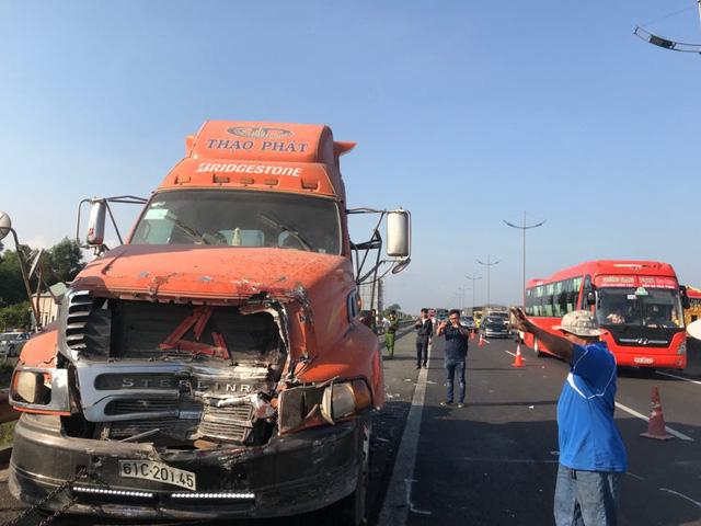 3 xe container đụng nhau trên cao tốc, một người chết - Ảnh 1