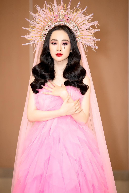 Angela Phương Trinh đầy mê hoặc với gam hồng thời thượng dự show thời trang - Ảnh 2