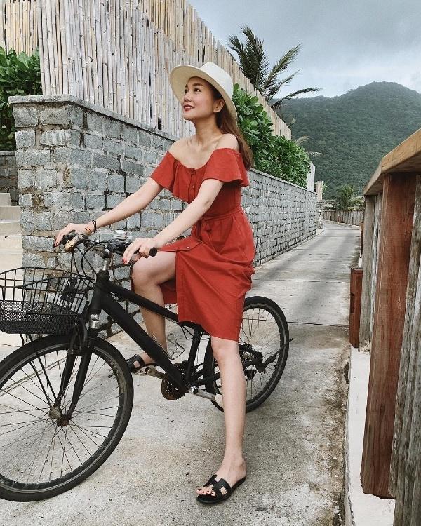 Bất chấp trời lạnh, Đỗ Mỹ Linh, Hoàng Oanh và loạt sao Việt vẫn 'chịu khó' mặc hở để khoe eo thon - Ảnh 10