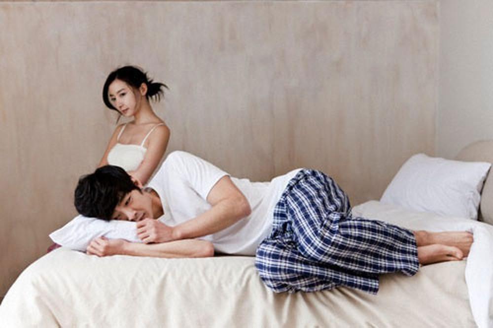 Tình cảm vợ chồng nhạt nhòa là một trong những nguyên nhân gây suy giảm ham muốn tình dục ở nam giới