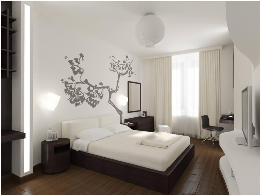 Căn phòng hiện đại màu trắng sang trọng được thiết kế hệ thống đèn dọc tường một cách tinh tế, cho cái nhìn nhã nhặn.