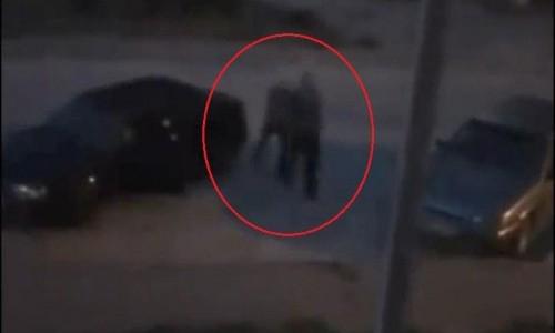 Ngay sau đó, người này cầm súng bắn thẳng vào đầu người gây ồn ào