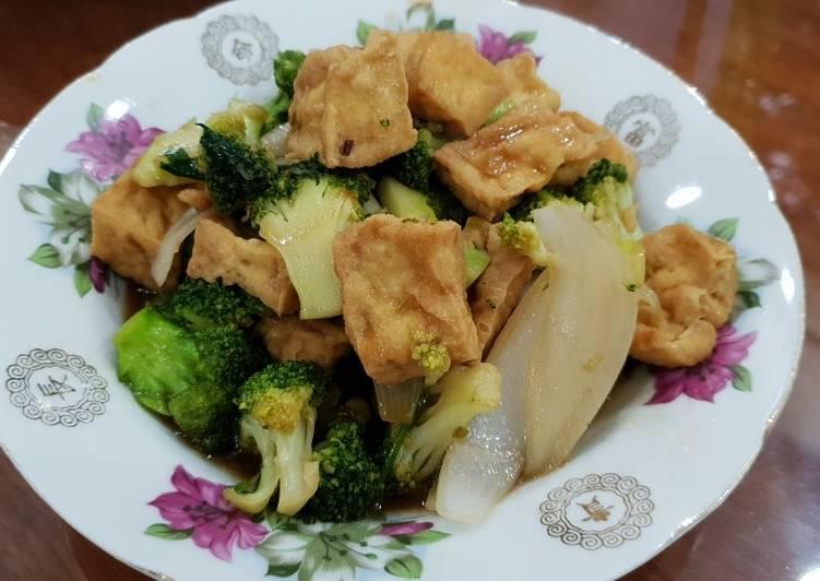 Bông cải xanh xào đậu nành là món ăn tốt cho buồng trứng nữ