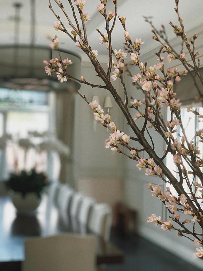 'Choáng váng' với căn biệt thự triệu đô tràn ngập sắc hoa đón Tết của Tăng Thanh Hà - Ảnh 3