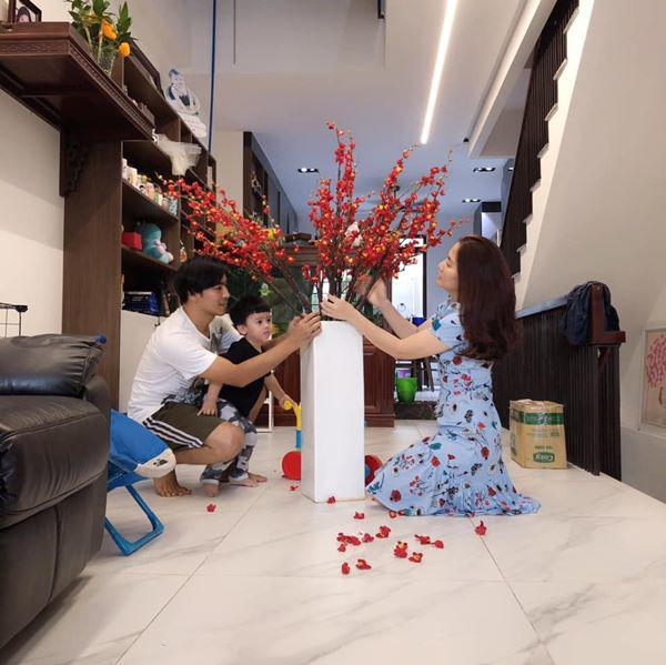 Sao Việt thi nhau trang trí nhà đón Tết: Hà Tăng sang chảnh, sang Lâm Khánh Chi thì cạn lời! - Ảnh 7