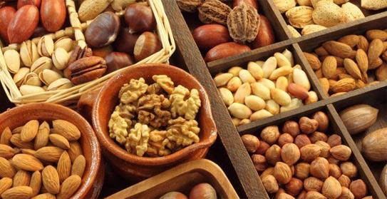Dùng quá nhiềucác loại hạt trong dịp Tết sẽ khiến bạn tăng cân nhanh chóng