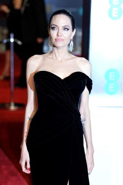 Angelina Jolie vui vẻ đi chơi công viên - Ảnh 7