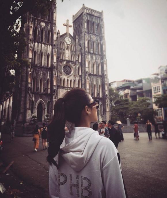 Giữa tin đồn nhập viện và khoá Facebook, Phạm Hương xuất hiện rạng rỡ tại Hà Nội - Ảnh 4