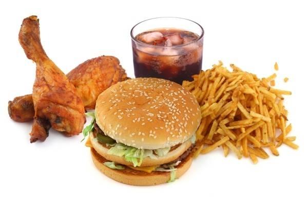 Các loại đồ chiên, xào và thức ăn nhanh đều không tốt cho trẻ bị đau dạ dày. Ảnhminh họa: Internet