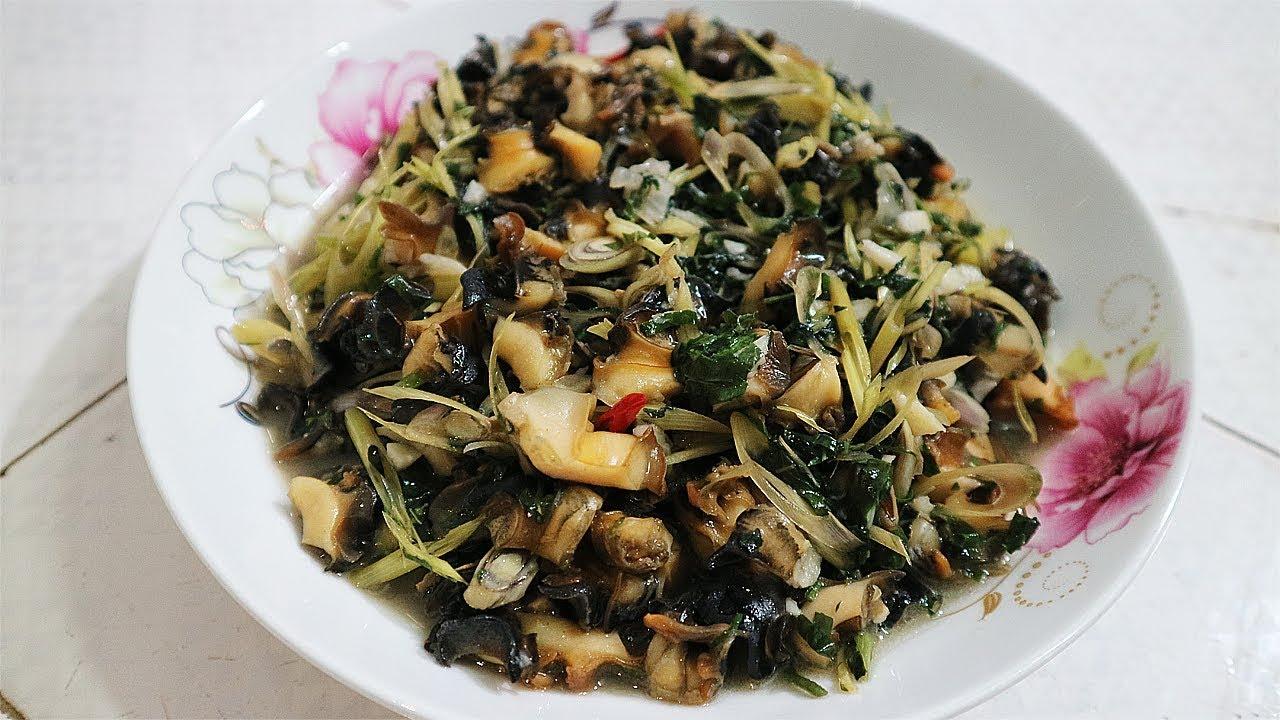 Món ăn với hương thơm lừng của sả kết hợp với miếng ốc bươu dai giòn sần sật, cay xé và thấm đẫm gia vị