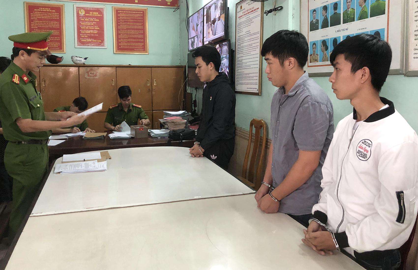 Ba sinh viên ở Đà Nẵng 'bỏ túi' tiền tỷ bằng thủ thuật đơn giản vẫn lừa đảo được hơn 300 người - Ảnh 1