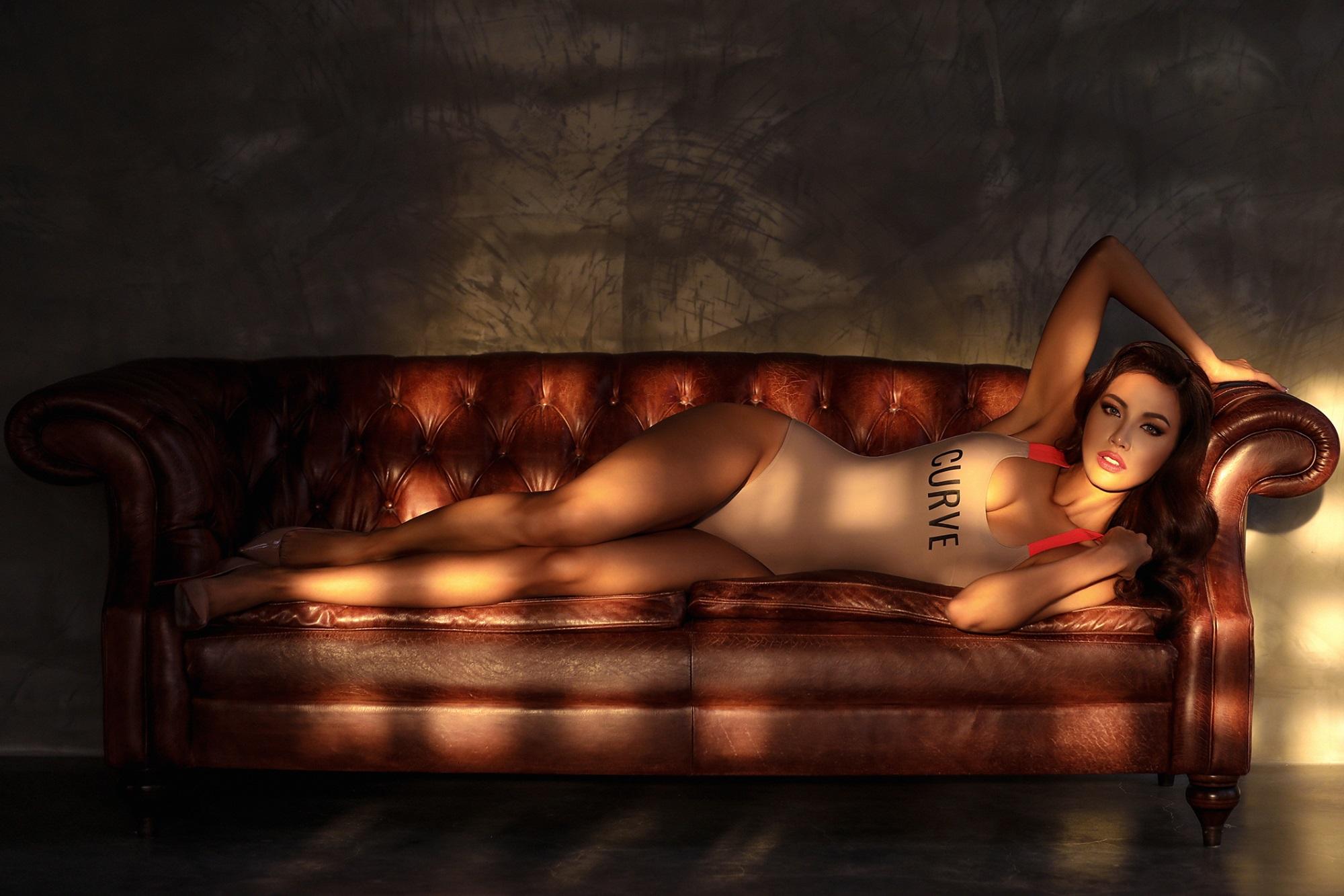 Minh Tú khoe dáng nuột nà trong bộ ảnh bikini nóng bỏng khiến fan 'mất máu' - Ảnh 1