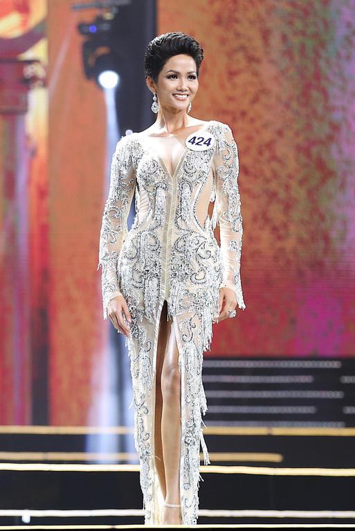 12 tuyệt tác giúp H'Hen Niê từ chân dài vô danh đến Top 5 Miss Universe 2018 - Ảnh 10