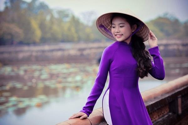 Ngỡ ngàng trước loạt ảnh áo dài thướt tha, duyên dáng như thiếu nữ 18 của Phương Mỹ Chi - Ảnh 9