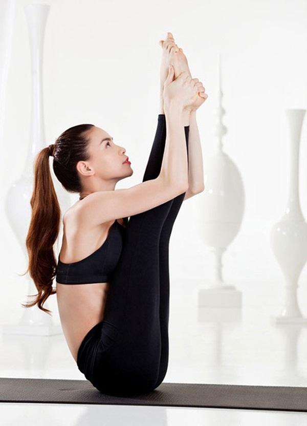 Hồ Ngọc Hà luôn tự đòi hỏi cả về chất lượng thẩm mỹ trong mỗi động tác yoga mà cô thực hiện - Ảnh: Internet