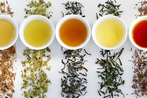 Uống nhiều trà giúp mẹ giảm cân sau khi sinh mổ rất tốt