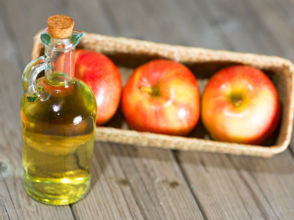 Phương pháp trị mụn đầu đen từ giấm táo