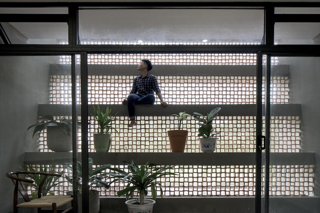 Ngôi nhà ở ngoại ô TP.HCMthách thức mọi côn trùng - Ảnh 11