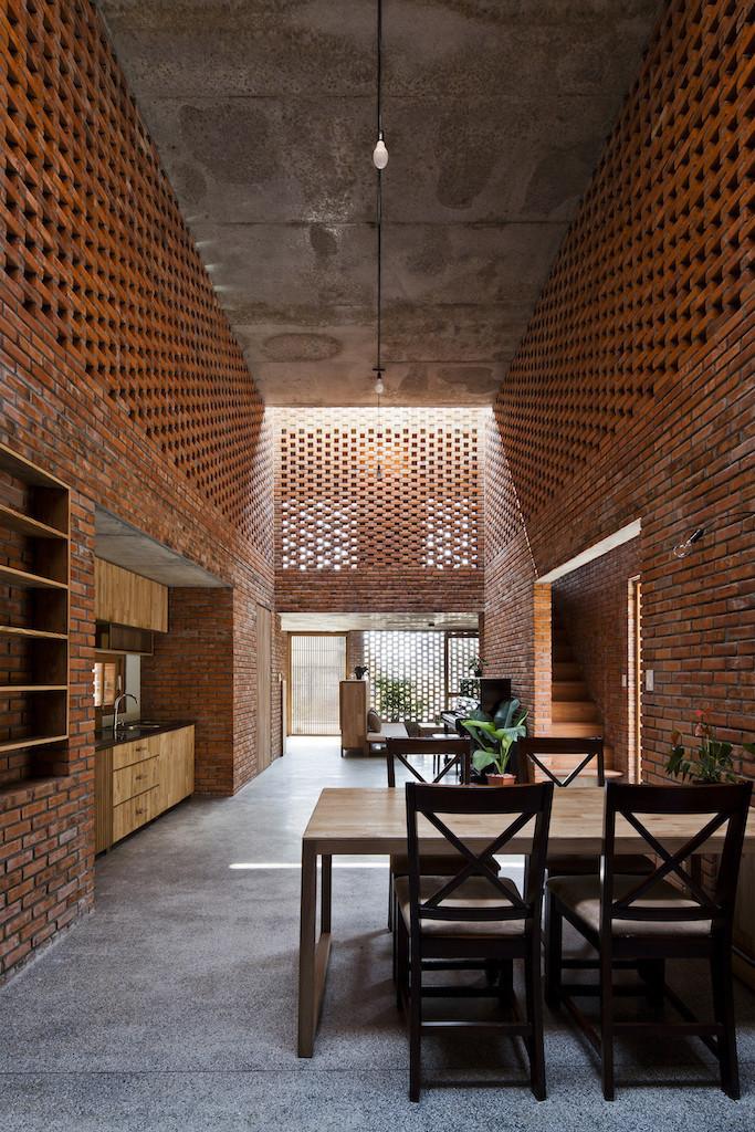 Nhà xây gạch nung không tô vữa có một không hai ở Đà Nẵng - Ảnh 3