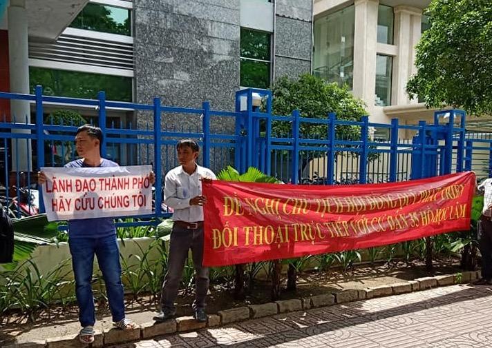 """Dân mua nhà ở xã hội 35 Hồ Học Lãm """"quậy tưng"""" Sở Xây dựng TP.HCM - Ảnh 2"""