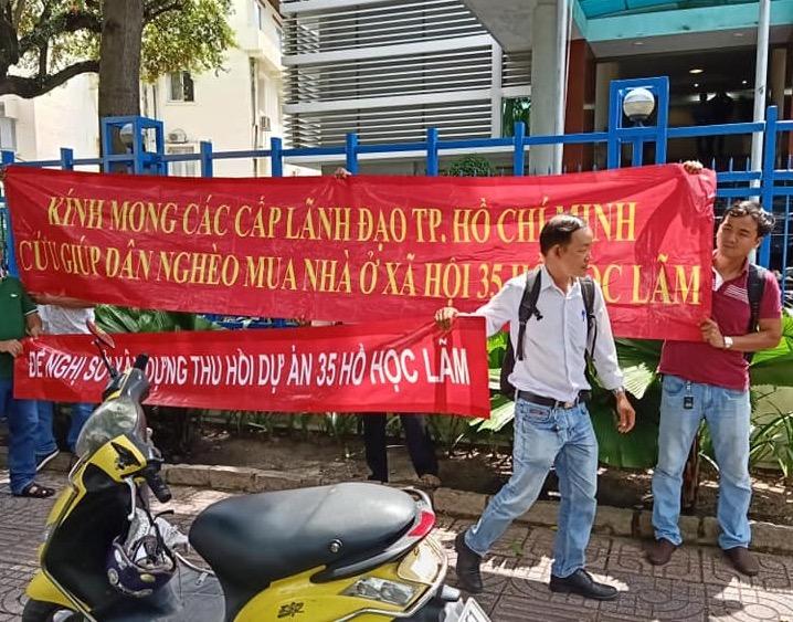 """Dân mua nhà ở xã hội 35 Hồ Học Lãm """"quậy tưng"""" Sở Xây dựng TP.HCM - Ảnh 4"""