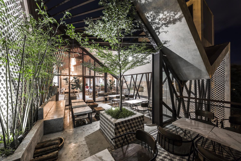 Thiết kế táo bạo: Mang vườn treo vào quán cà phê - Ảnh 2