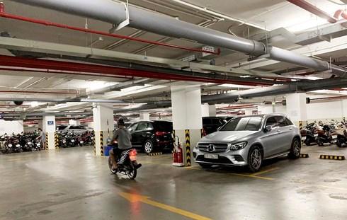 Chỗ đậu ô tô ở chung cư: Nơi tự ý thu tiền, nơi bán giá nửa tỷ đồng  - Ảnh 2
