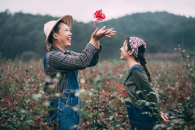 5 cặp đôi càng cãi cọ càng yêu nhau thắm thiết - Ảnh 2