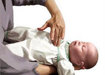 Bí quyết chữa bé bị sặc cháo cha mẹ nào cũng cần phải biết - Ảnh 3
