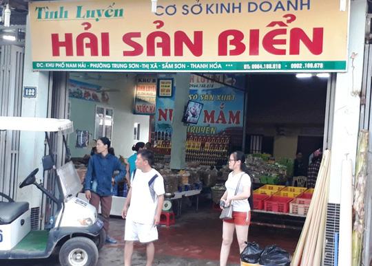 Phát hiện 2 cửa hàng hải sản biển ở Sầm Sơn bán tôm bơm tạp chất độc hại - Ảnh 3