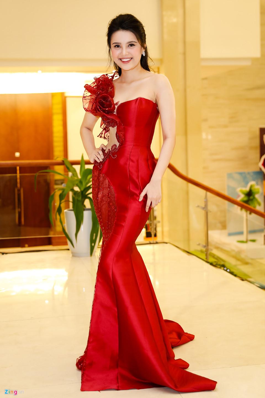 Đỗ Mỹ Linh được mẹ tháp tùng đi chấm thi Hoa hậu Việt Nam 2018 - Ảnh 3