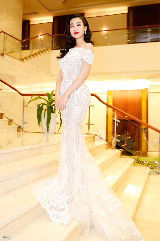 Đỗ Mỹ Linh được mẹ tháp tùng đi chấm thi Hoa hậu Việt Nam 2018 - Ảnh 4