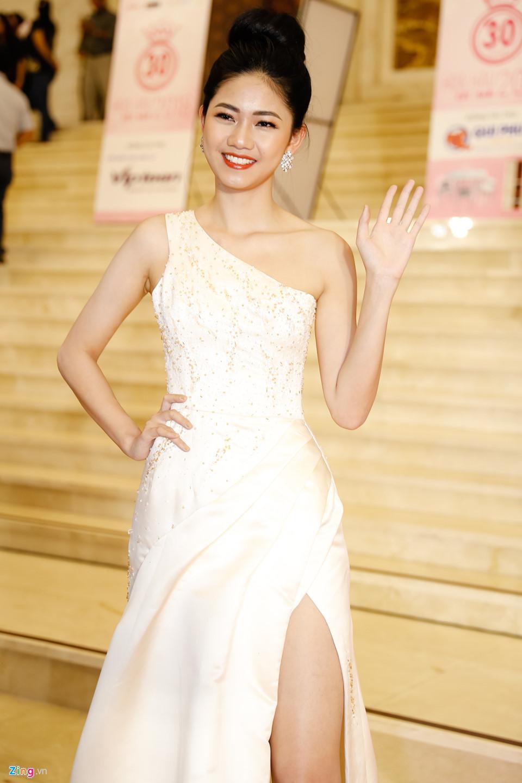 Đỗ Mỹ Linh được mẹ tháp tùng đi chấm thi Hoa hậu Việt Nam 2018 - Ảnh 7