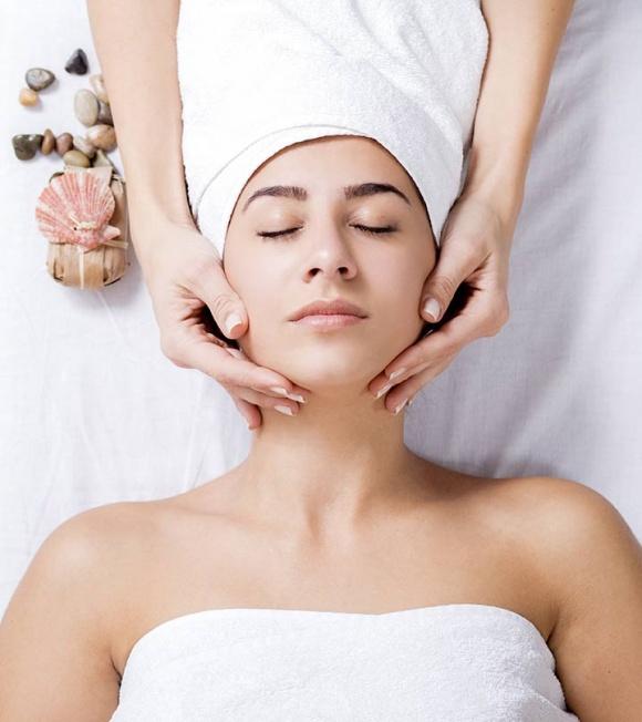 Hướng dẫn chi tiết từng bước massage mặt tại nhà 'chuẩn' spa, da căng bóng, trắng hồng chẳng cần viên uống chống lão hóa - Ảnh 1