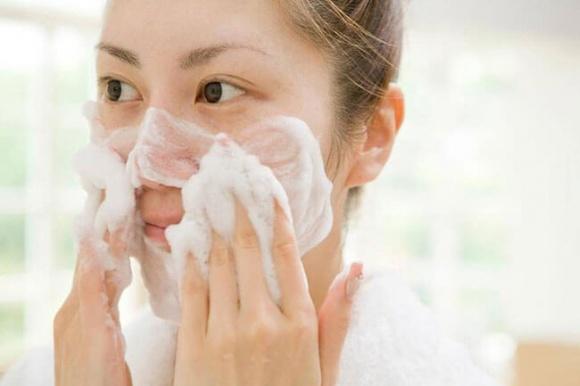 Hướng dẫn chi tiết từng bước massage mặt tại nhà 'chuẩn' spa, da căng bóng, trắng hồng chẳng cần viên uống chống lão hóa - Ảnh 2