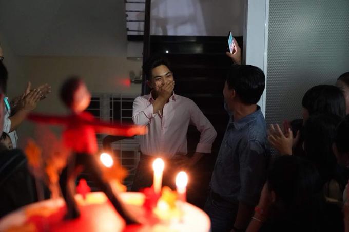 Khánh Thi bật khóc trong tiệc sinh nhật của Phan Hiển - Ảnh 1