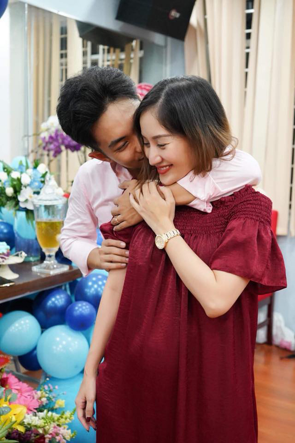 Khánh Thi bật khóc trong tiệc sinh nhật của Phan Hiển - Ảnh 4