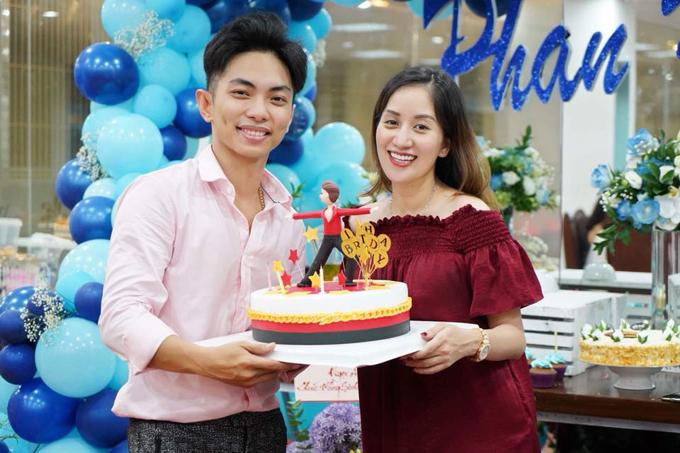 Khánh Thi bật khóc trong tiệc sinh nhật của Phan Hiển - Ảnh 5