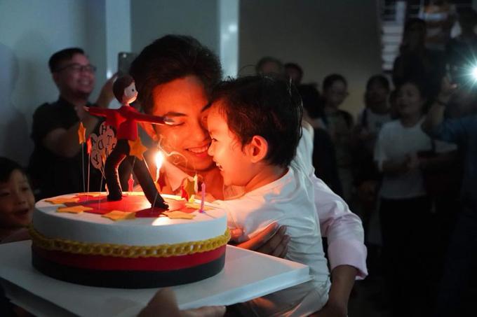 Khánh Thi bật khóc trong tiệc sinh nhật của Phan Hiển - Ảnh 6