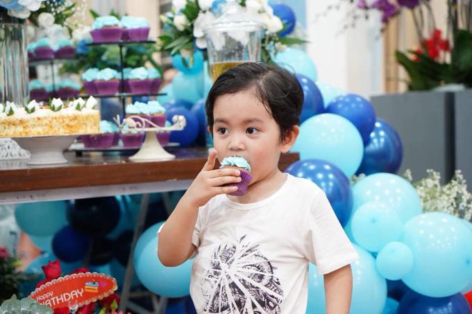 Khánh Thi bật khóc trong tiệc sinh nhật của Phan Hiển - Ảnh 7