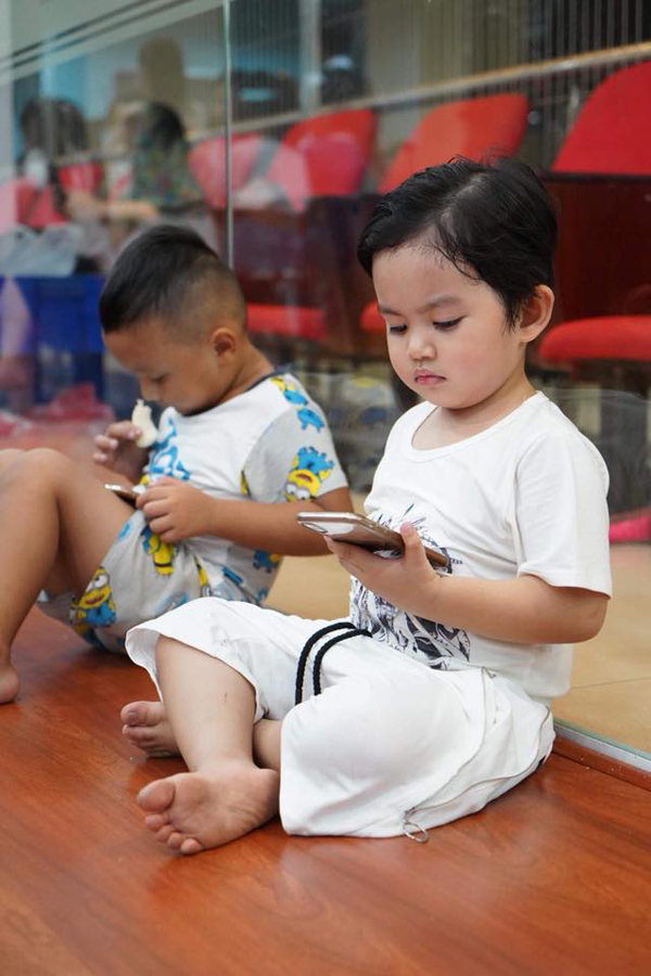 Khánh Thi bật khóc trong tiệc sinh nhật của Phan Hiển - Ảnh 8
