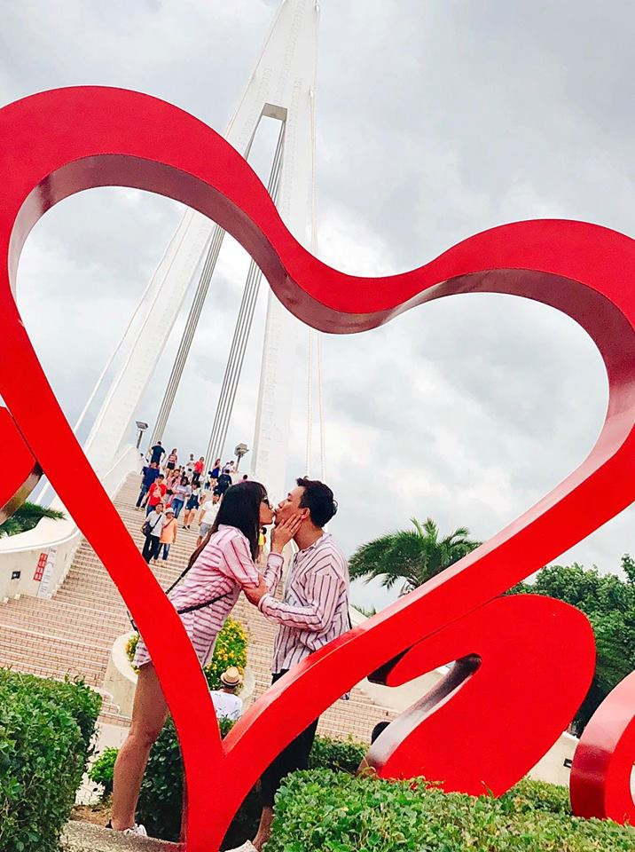 Trấn Thành ôm hôn, gửi lời chúc sinh nhật ngọt ngào đến bà xã Hari Won - Ảnh 1