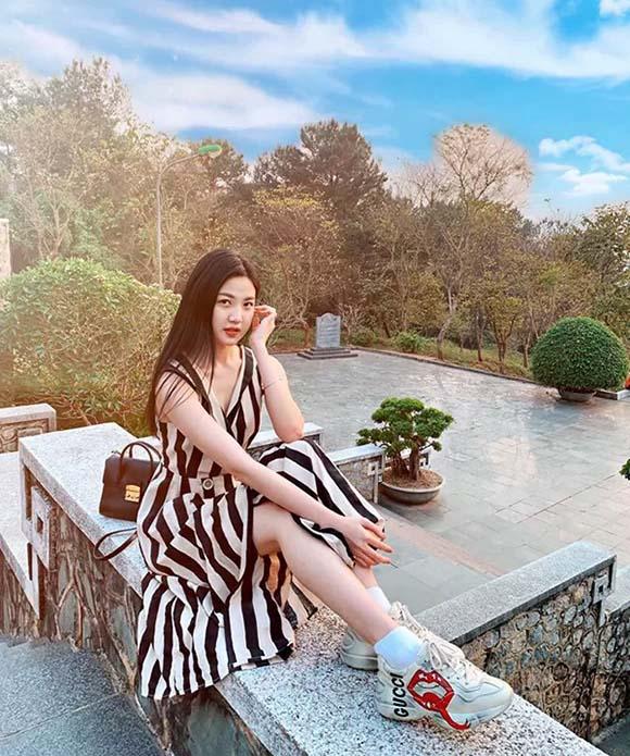 'Soi' phong cách thời trang của vợ Thái và 'tiểu tam' trong 'Hoa hồng trên ngực trái' ai quyến rũ hơn? - Ảnh 16