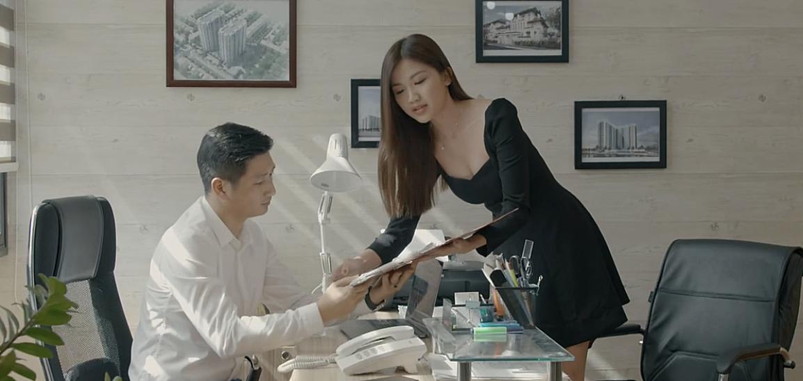 'Soi' phong cách thời trang của vợ Thái và 'tiểu tam' trong 'Hoa hồng trên ngực trái' ai quyến rũ hơn? - Ảnh 11
