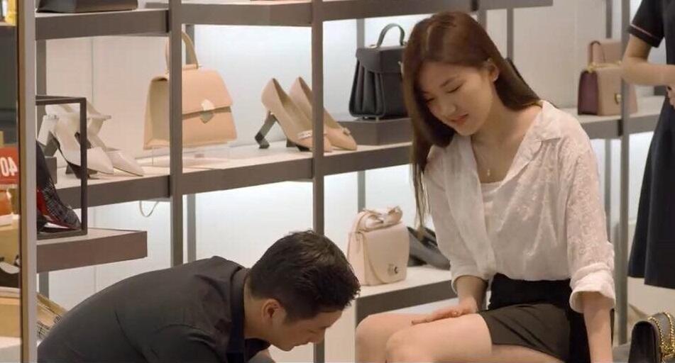 'Soi' phong cách thời trang của vợ Thái và 'tiểu tam' trong 'Hoa hồng trên ngực trái' ai quyến rũ hơn? - Ảnh 12