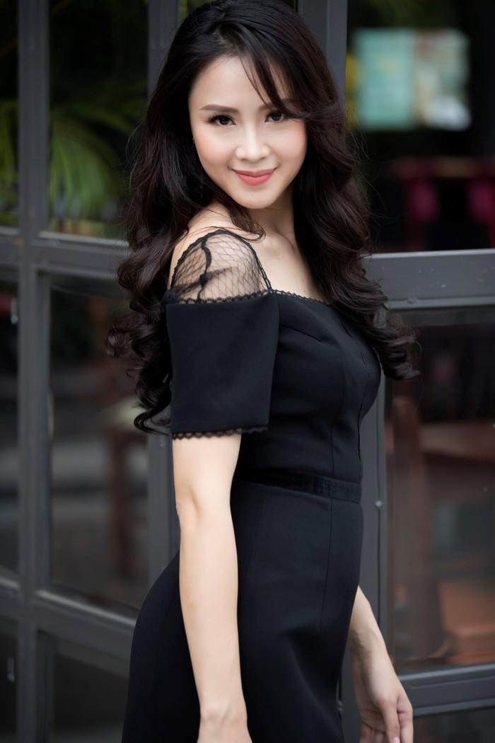 'Soi' phong cách thời trang của vợ Thái và 'tiểu tam' trong 'Hoa hồng trên ngực trái' ai quyến rũ hơn? - Ảnh 5