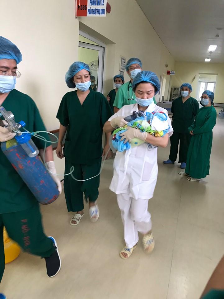 Thai phụ ung thư giai đoạn cuối vẫn cố giữ con: Kỳ tích ca mổ sinh đặc biệt - Ảnh 2