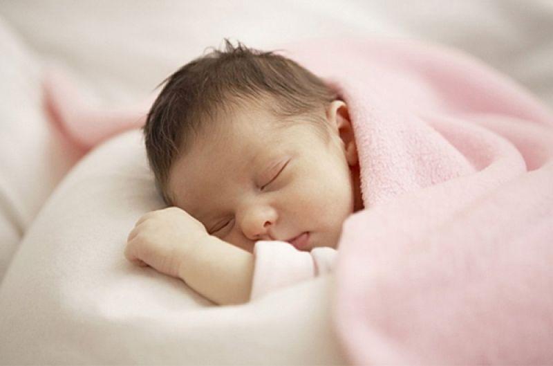 Sự thật tác hại về bẹt đầu do bé nằm nhiều - Ảnh 2