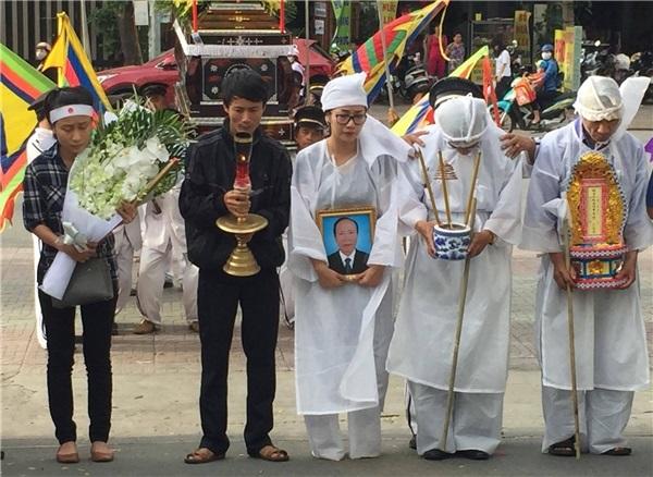 Showbiz Việt tuần qua: Người tiễn biệt bố, người bất lực kêu gọi giúp đỡ trên Facebook - Ảnh 3