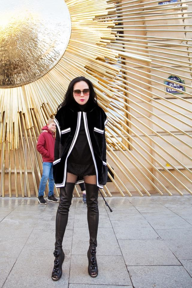 Diện mốt quần lạ dạo phố Paris, Phượng Chanel khiến Quách Ngọc Ngoan không dám rời mắt - Ảnh 4